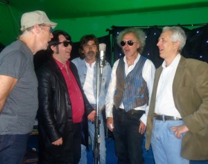 Wilburys around a Mic